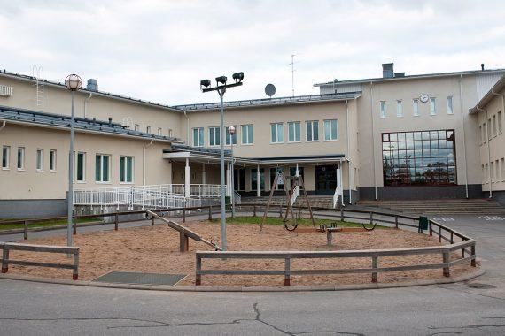 Referenssi Oulaisten ala-asteen saneeraus ja laajennus